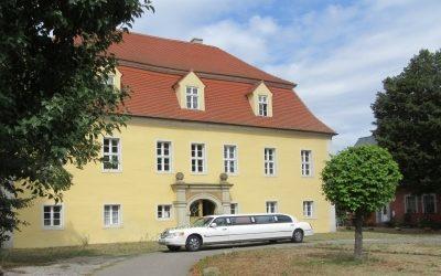 Gut Schwarzbach_Südansicht mit Limousine_4550k